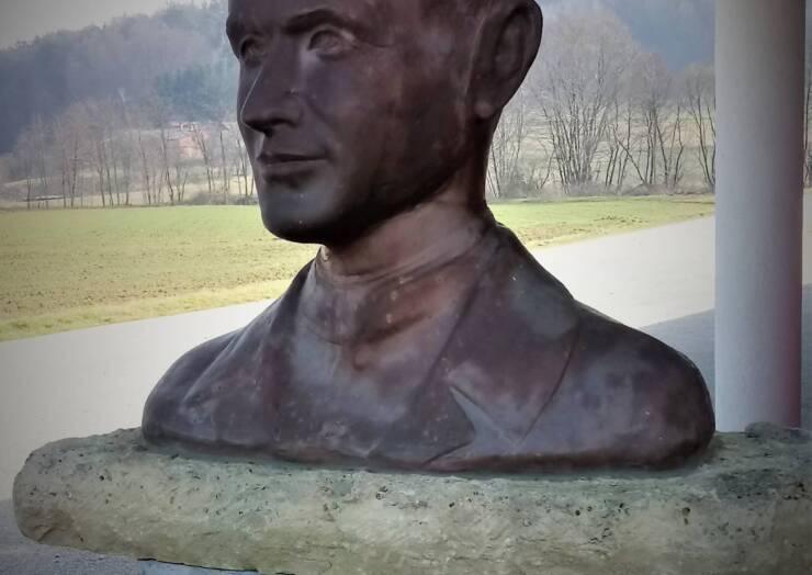 Doprsni kip Karla Ficka